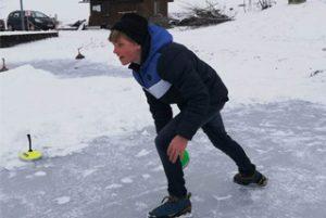 Bewegungsunterricht auf der Eisbahn